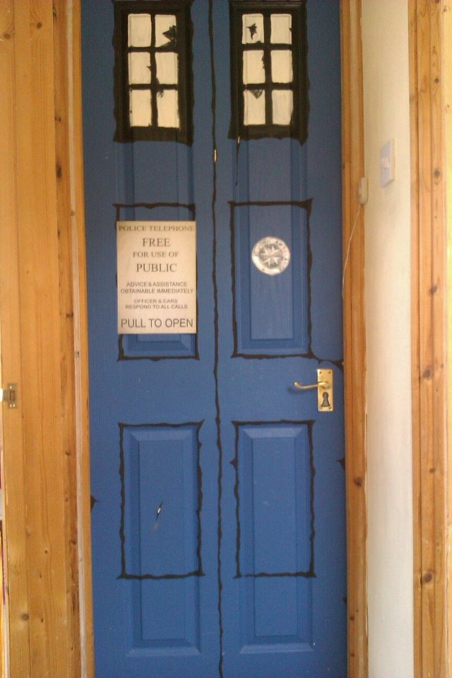 roo 39 s doctor who tardis bedroom door boys room pinterest
