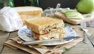 Pear, bacon and brie grilled cheese - Running to the Kitchen