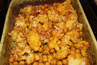 Curried cauliflower and chickpeas | Food // The Cookery | Pinterest