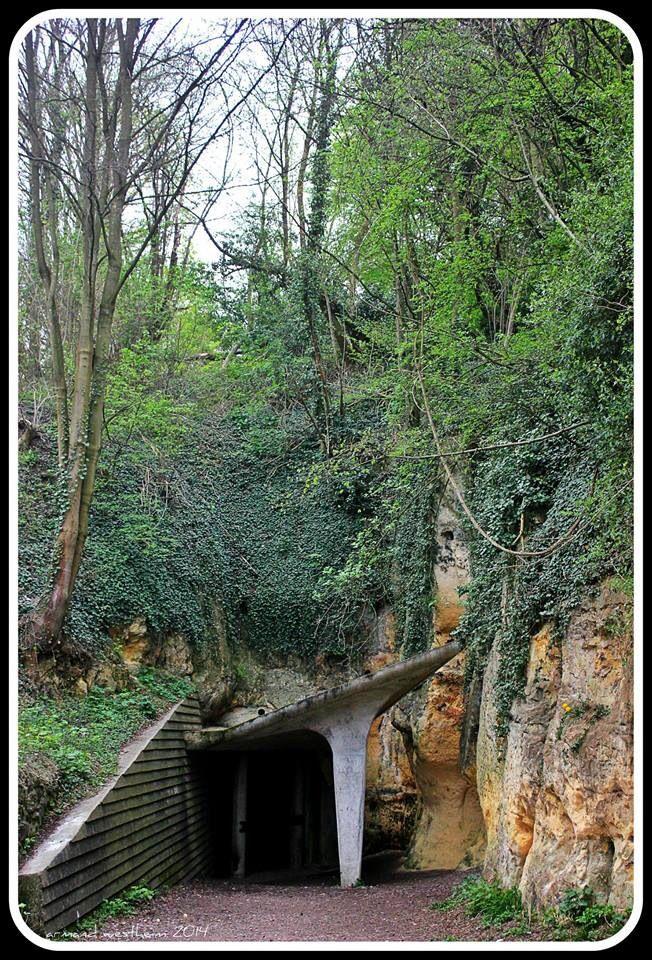 Ingang grotten | My home town Maastricht | Pinterest: pinterest.com/pin/324329610637542400