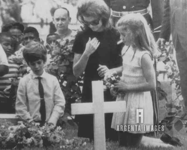 Visiting Bobby's grave   Jackie Kennedy Onassis   Pinterest