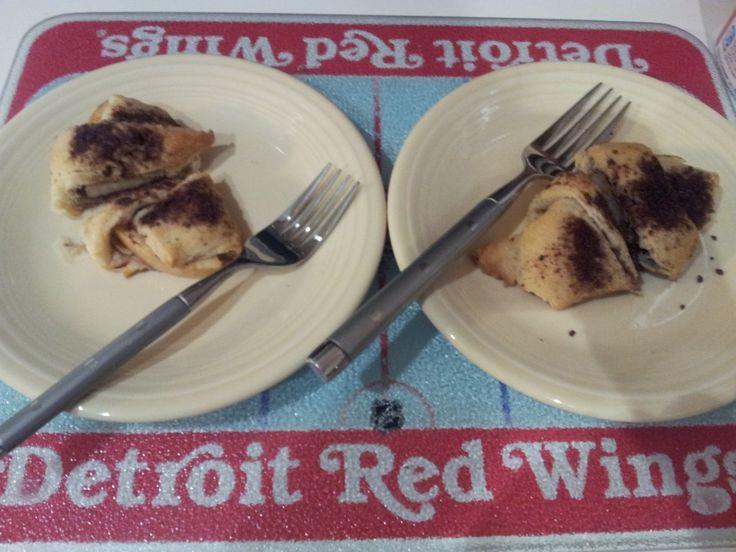 Scrumptious Mini Apple Pies: crescent rolls, apple slices, a little ...