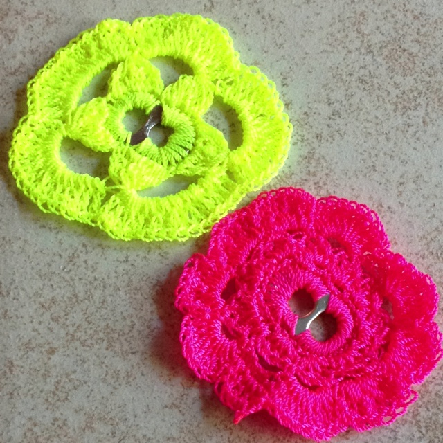Crochet flower used pop tab as base. Crochet!! Pinterest