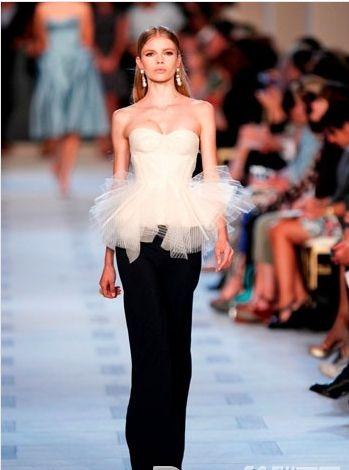 Herz-Ausschnitt Brautkleid mit Tüll  brautkleider  Pinterest