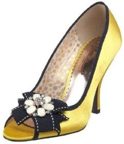Oh, yellow shoes. You match with the leaves of an autumn wedding