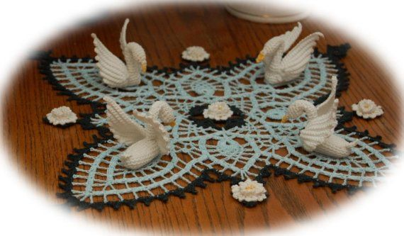 Free Crochet Swan Doily Pattern : Pineapple and Swans Doily Crochet Pattern