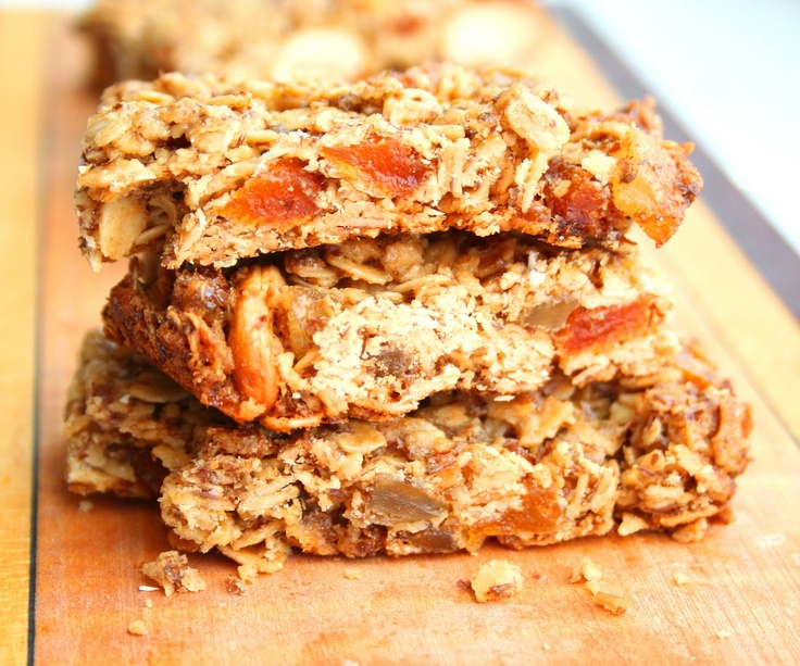 Cashew apricot ginger granola bars. Looks easy and yummy!