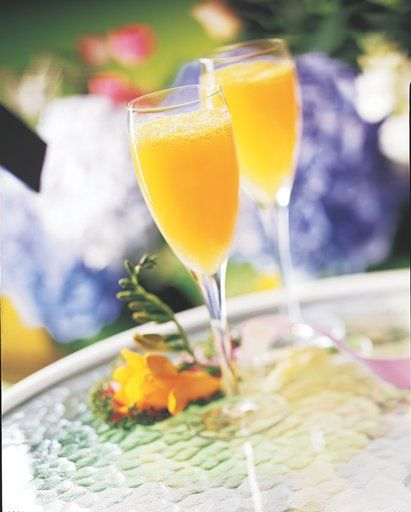 ... Sunday off right with the perfect peachy mimosa (only 9g of sugar