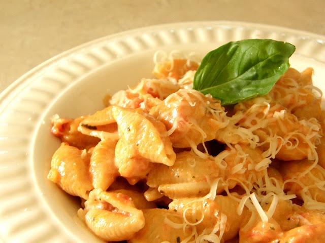 Creamy Tomato Pasta.   LOVE it   Pinterest