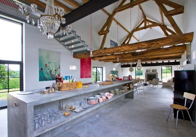 Rustic barn meets exuberance and style by Joséphine Gintzburger