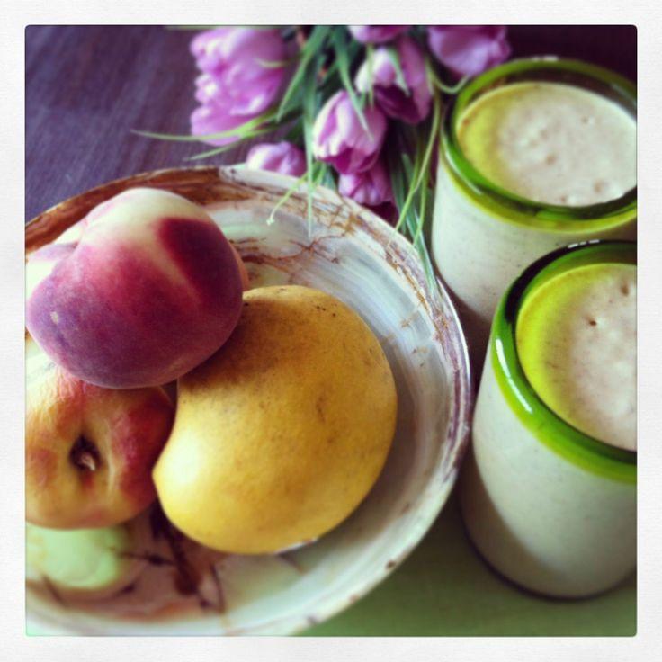 Mango & peach smoothie | Feast & Merriment | Pinterest