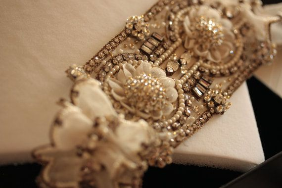Wedding Garter Set in off white antique gold and by MillieICARO,