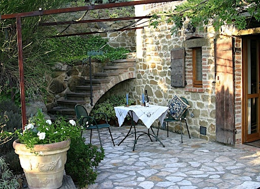 Beautiful italian courtyard my style pinterest for Tuscan courtyard landscaping