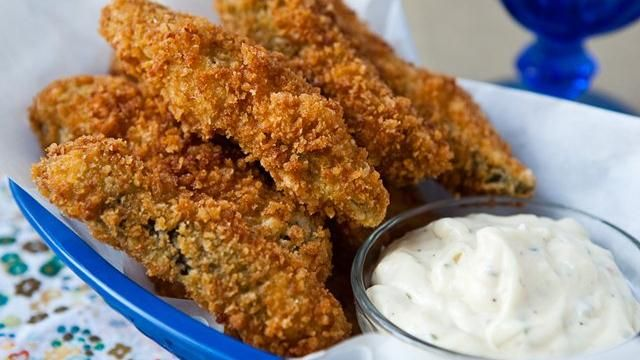 Fried Panko-Dipped Pickle Spears