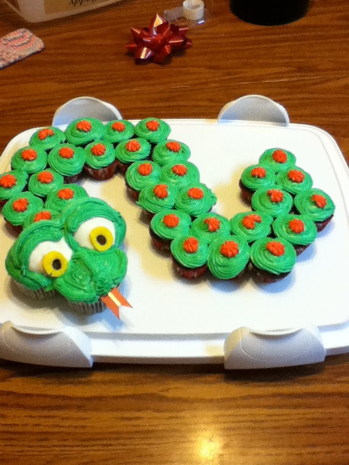 How To Make A Snake Cake Out Of Cupcakes