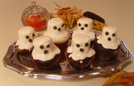 Ghost Cupcakes Chocolate cupcakes decorated w/ marshmallows, softened ...
