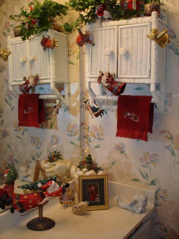 Holiday decor christmas bathroom bathrooms pinterest for Bathroom christmas decorating ideas
