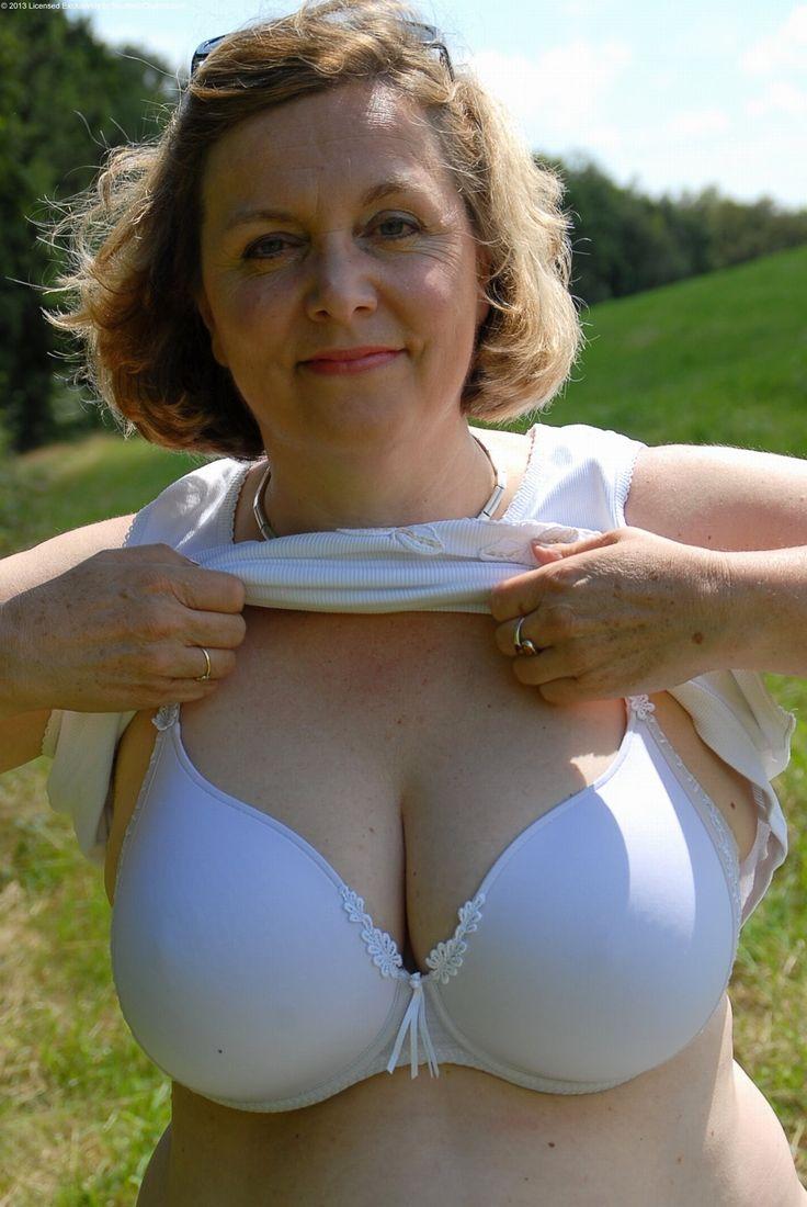 Старые женщины с большой грудью видео