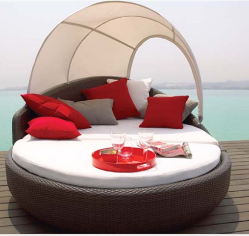 Modern round outdoor daybed with canopy i 39 ll meet you in for Outside daybed with canopy