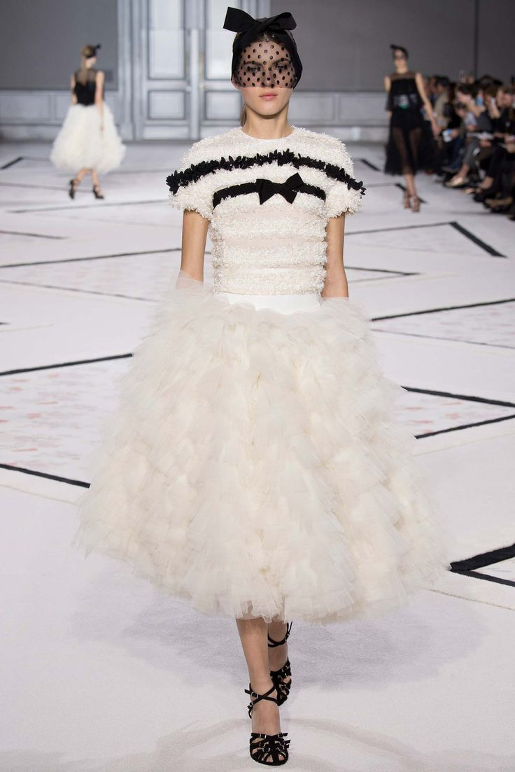 Giambattista Valli - Spring 2015 Couture - Look 9 of 47