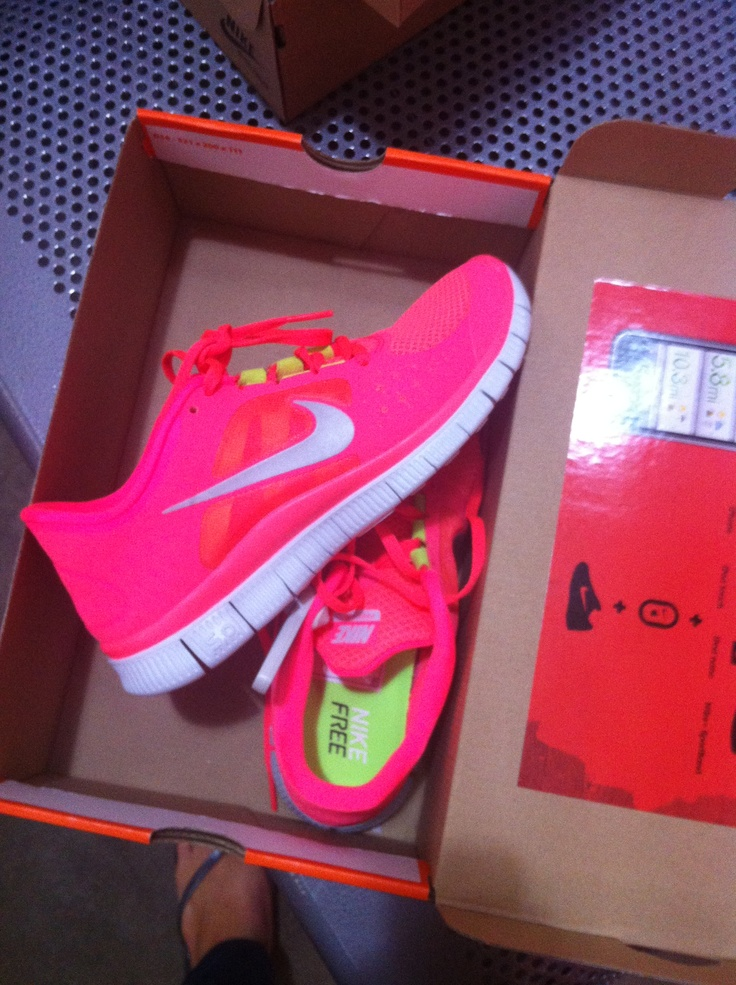 Amazing Neon Pink Nike Running Shoes Neon Trainers