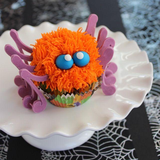 Spooky Spider Cupcakes | ButtercreamBlondie.com