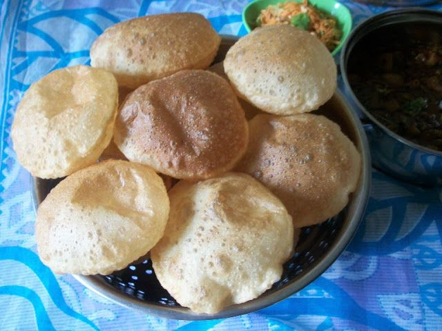 The Perfectly Puffed Poori / Poori / Puri / Deep Fried Indian Bread ...