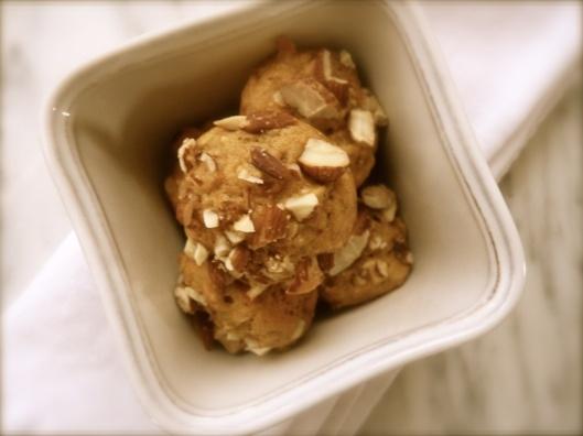 Super simple mini sweet potato muffins: {http://loveandlittlelady ...