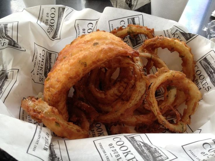 Cookes of Dublin (Downtown Disney) -- gluten free fish and onion rings. http://glutenfreeinorlandoflorida.blogspot.com/2013/09/cookes-of-dublin-downtown-disney.html