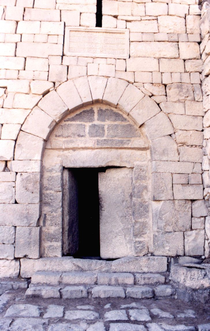 Jordanian stone door stone furniture pinterest for Linteau fenetre