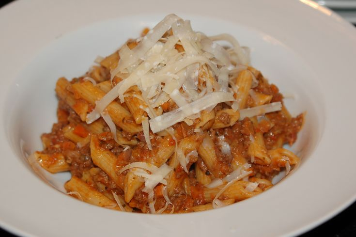 Classic Bolognese A staple in Bologna, Italy, this tomato based meat ...