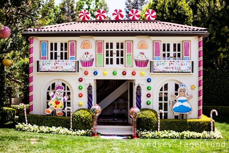 Candyland party 3 sweet shoppe pinterest Pictures of houses decorated for christmas outside