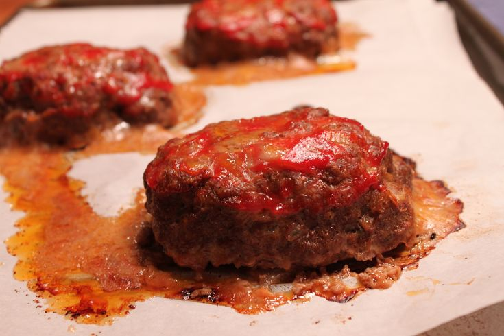 ve never made meatloaf, but these look like cute little versions ...