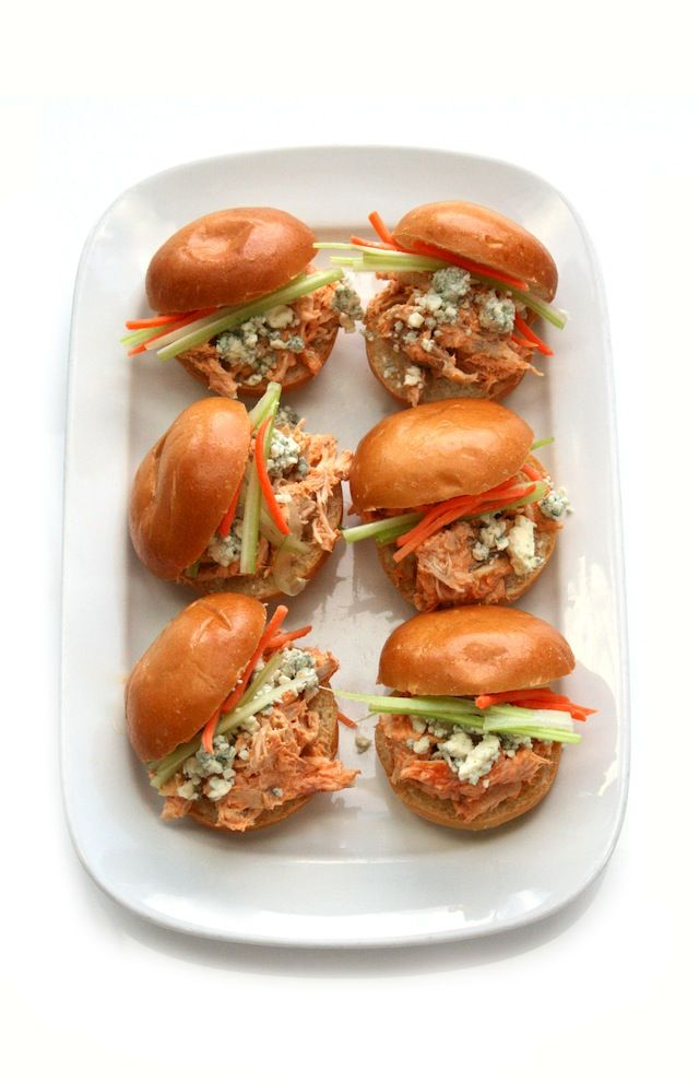 Skinny Buffalo Chicken Sliders #appetizer #fastfood #wings