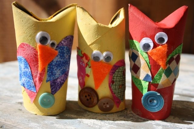 Adorable owl craft with tp rolls and fabric scraps for Toilet paper tube owls