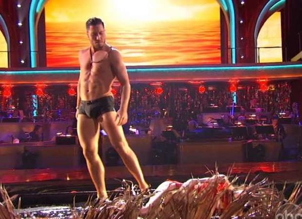 Kelly Monaco and Val Chmerkovskiy – Flamenco – Dancing with the