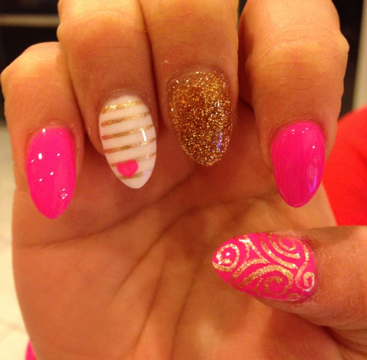 Designs On Almond-Shaped Nails