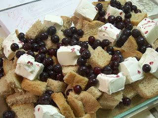 queen of the castle recipes: Amish Overnight Blueberry French Toast