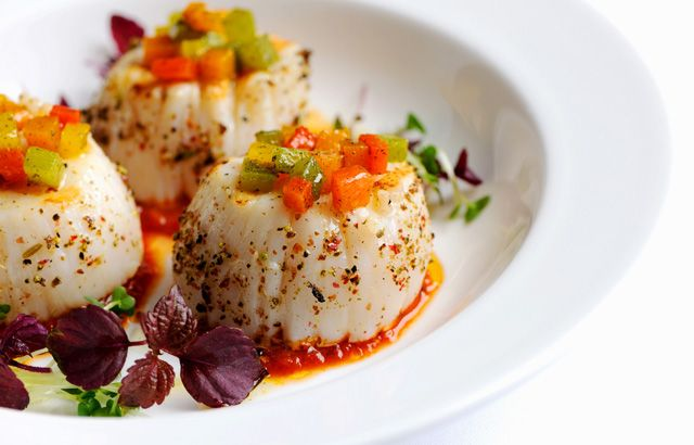 Grilled scallops with tomato chutney and roasted peppers | Recipe
