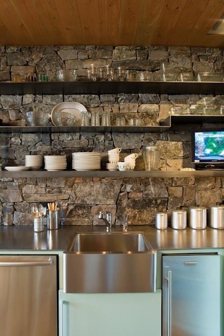 Love the stone backsplash modern rustic pinterest for Cabin kitchen backsplash ideas