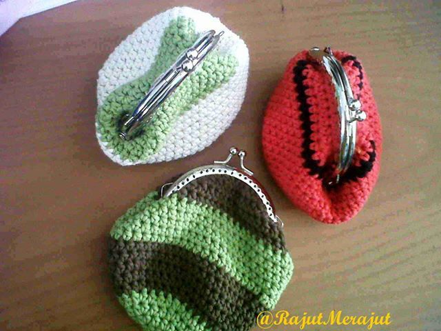Crochet Coin Purse with free pattern :D tutos au crochet Pinterest