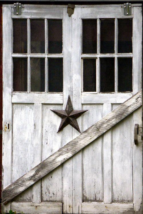 Barn Door / Dummerston VT / David Fuller Photo