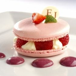 Strawberry Macaroons Delight