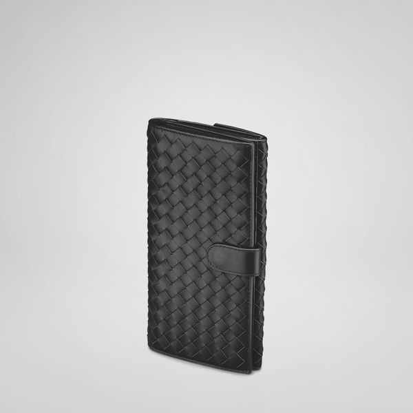 Meticulously crafted from intrecciato nappa leather, this large, snap
