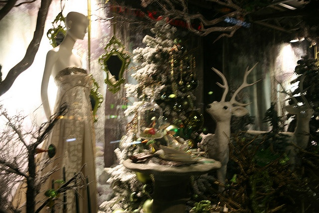 ... window Christmas decorations | Christmas Store Front | Pin