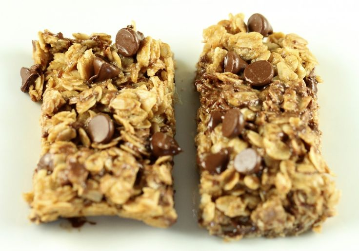 Chewy peanut butter chocolate chip granola bars (Recipe by @Mercedes ...