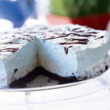 Grasshopper Ice Cream Pie (Frozen Pie Recipe) Yum!!! http://www ...