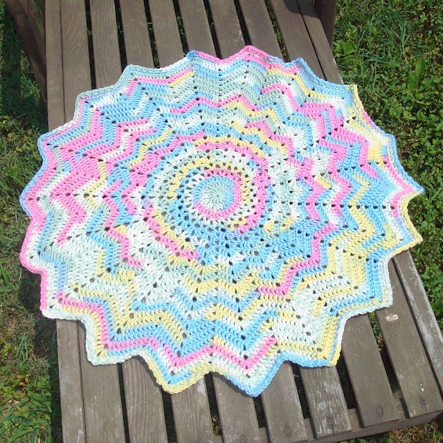 Free Crochet Pattern For Circle Baby Blanket : Baby Blankie #18 free crochet pattern Crochet Baby ...