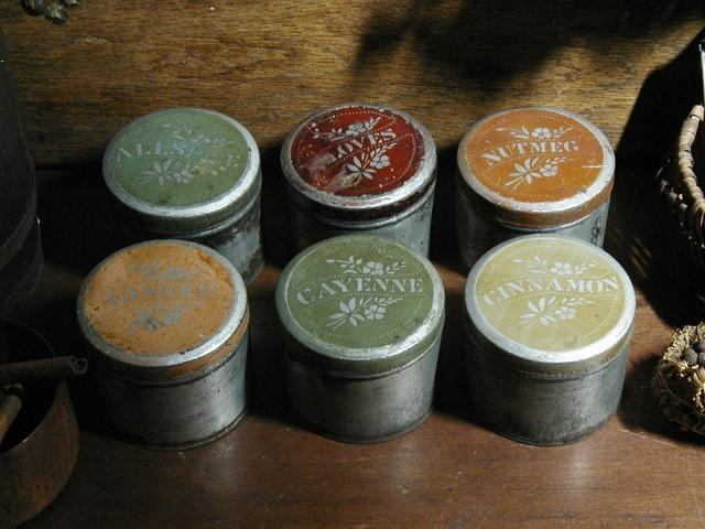 Vintage spice tins vintage house pinterest for Retro kitchen set of 6 spice tins