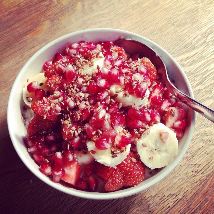 ... milk oatmeal w/ banana, strawberries, pomegranate and flax seeds